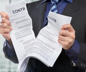 thinkstock-tear-torn-contract-breaking-break-contracts-mortgage-loan-homeloan-home-134441080